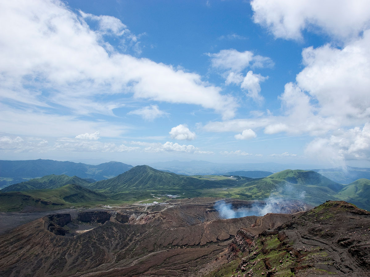 Viewing the Aso Volcano Crater_3