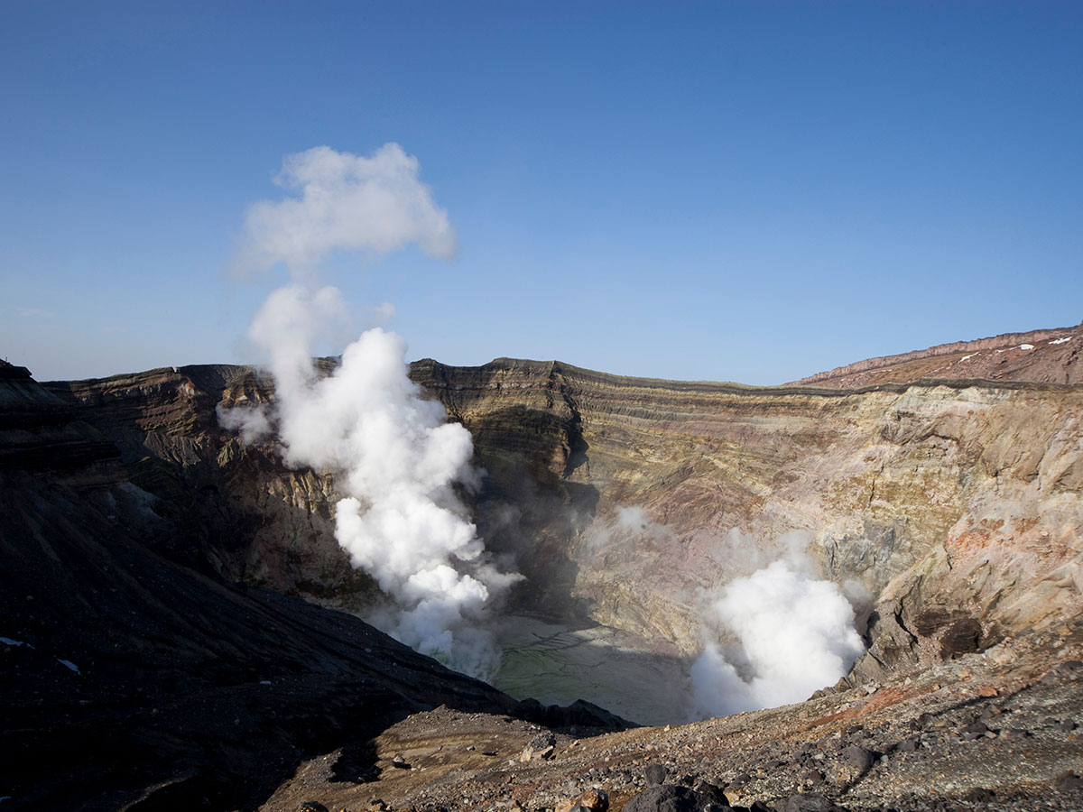 Viewing the Aso Volcano Crater_2